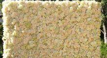 Задник из искусственных цветов