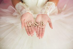 Буквы из дерева для свадебной фотосессии