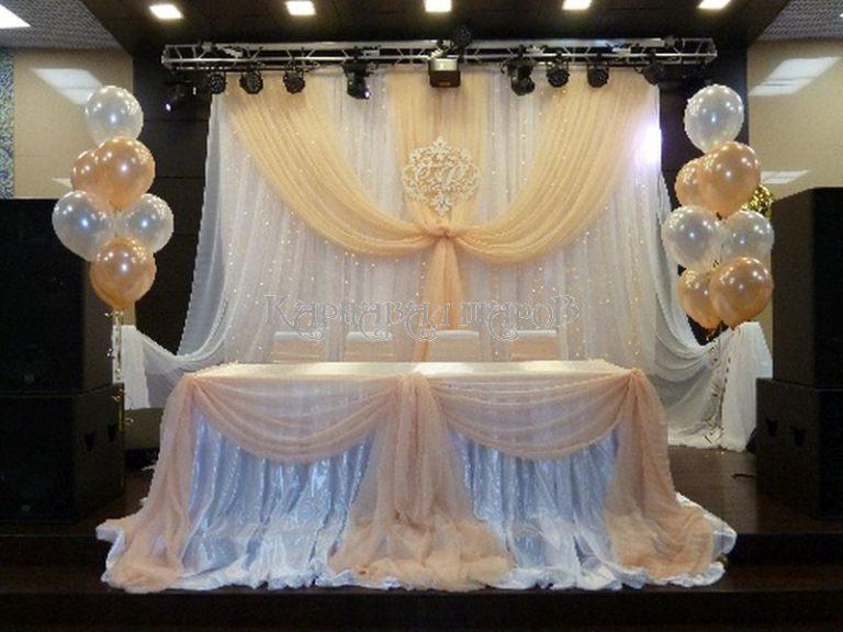 Декор президиума на свадьбу для жениха и невесты