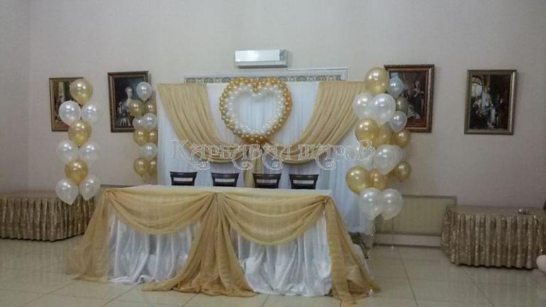 Декор президиума на свадьбу красиво