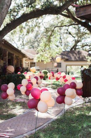 Оформление двора шарами на выкуп невесты