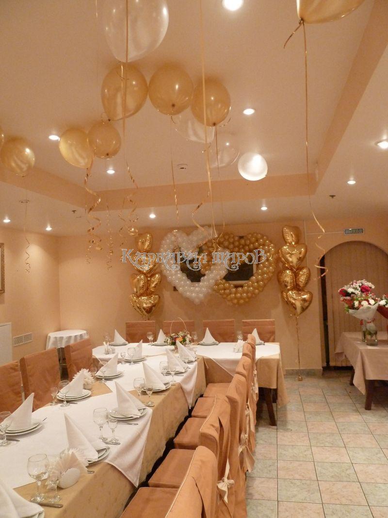 Декор банкетного зала ресторана на свадьбу цветами недорого