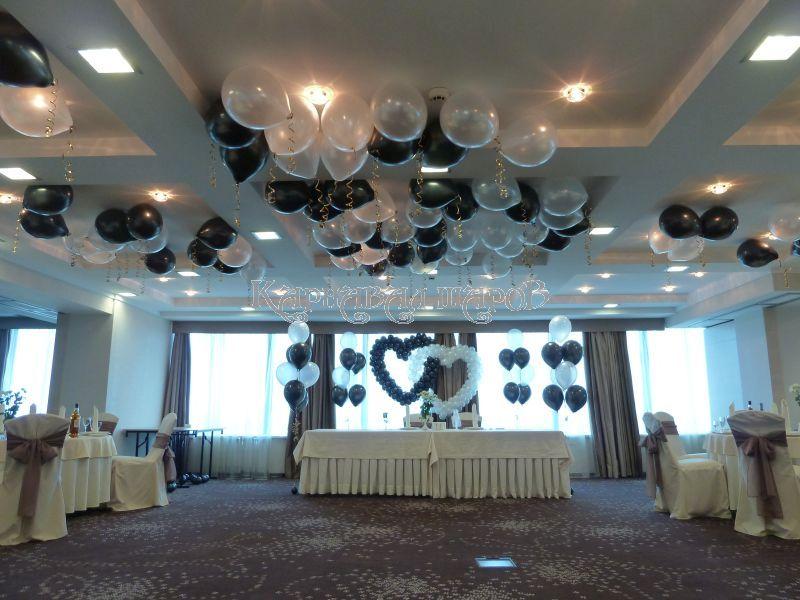 Декор банкетного зала ресторана на свадьбу цветами