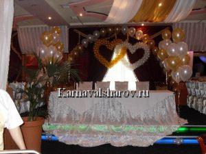Драпировка стола жениха и невесты тканью