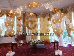 Декор стола жениха и невесты тканью