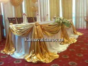 Оформление стола жениха и невесты шарами