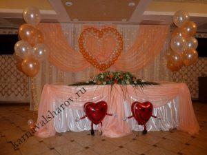 Оформление стола на свадьбу цветами