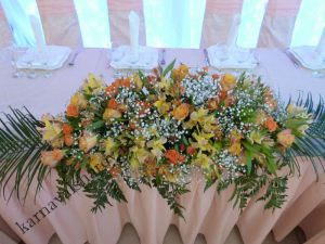 Драпировка стола на свадьбу тканями