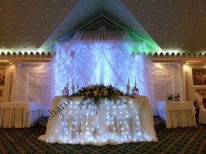 Украшение стола на свадьбу цветами